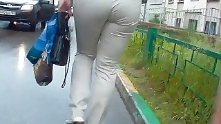 Big ass milf in white jeans