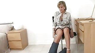 British MILF Slips Out Of Her Designer Jeans