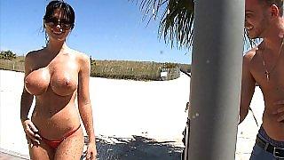 Amazing Rebeca Linares