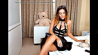 Gorgeous cam model teases on webcam