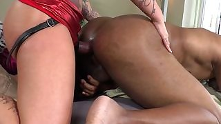 Tattooed domina pegs sub while sucking cock