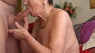 Granny likes suck the dick