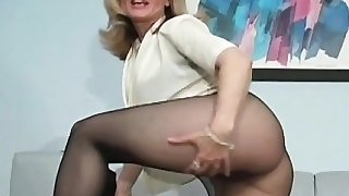 Hot minx in sexy hose feels severe twat itching