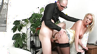 Blonde Mark is ready to suck