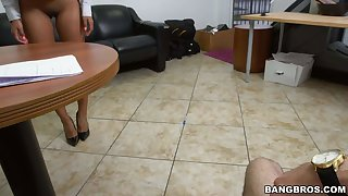 Black secretary Arianna Knight flaunts her hot ass and blows